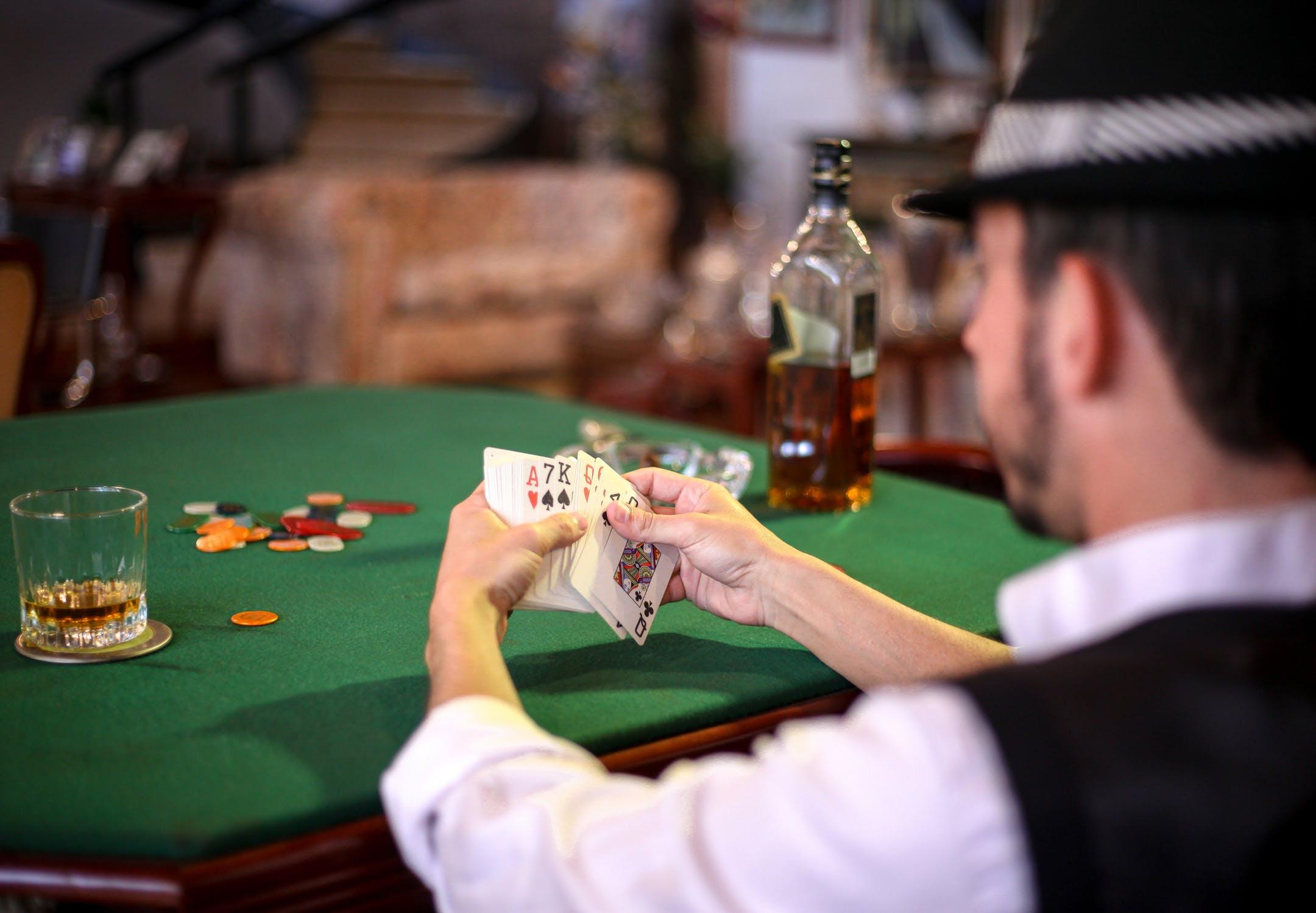 Poker-on-line casino book-maker free-roll elsinore hotel and casino