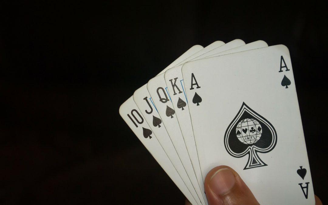 Voordelen en nadelen van het tonen van de poker hand